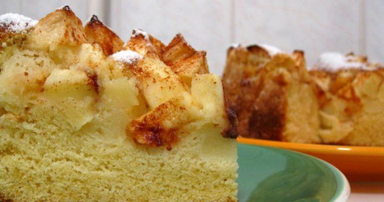 Biskvitinis pyragas su obuoliais