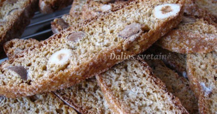 Cinamoniniai biscotti su riešutais
