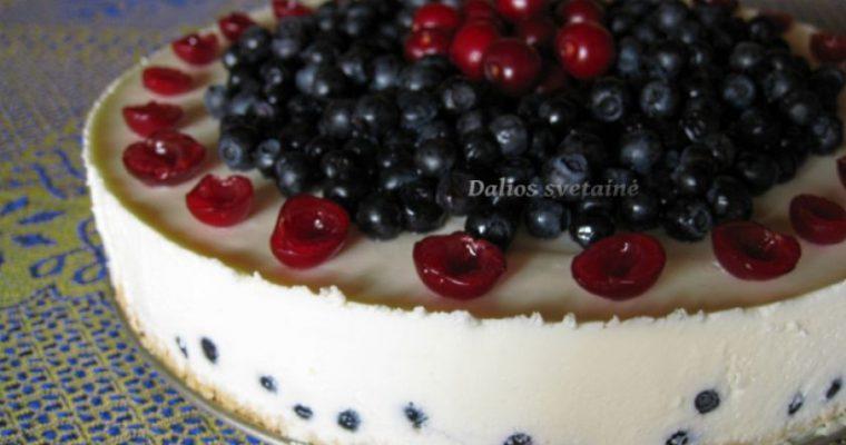 Jogurtinis tortas su mėlynėmis. Nekeptas