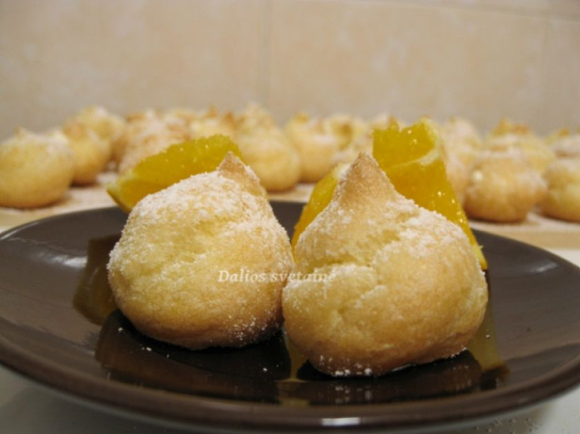 Plikyti pyragaičiai su apelsininiu kremu