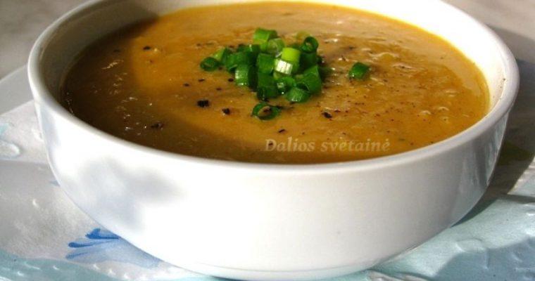 Pikantiška raudonųjų lęšių sriuba