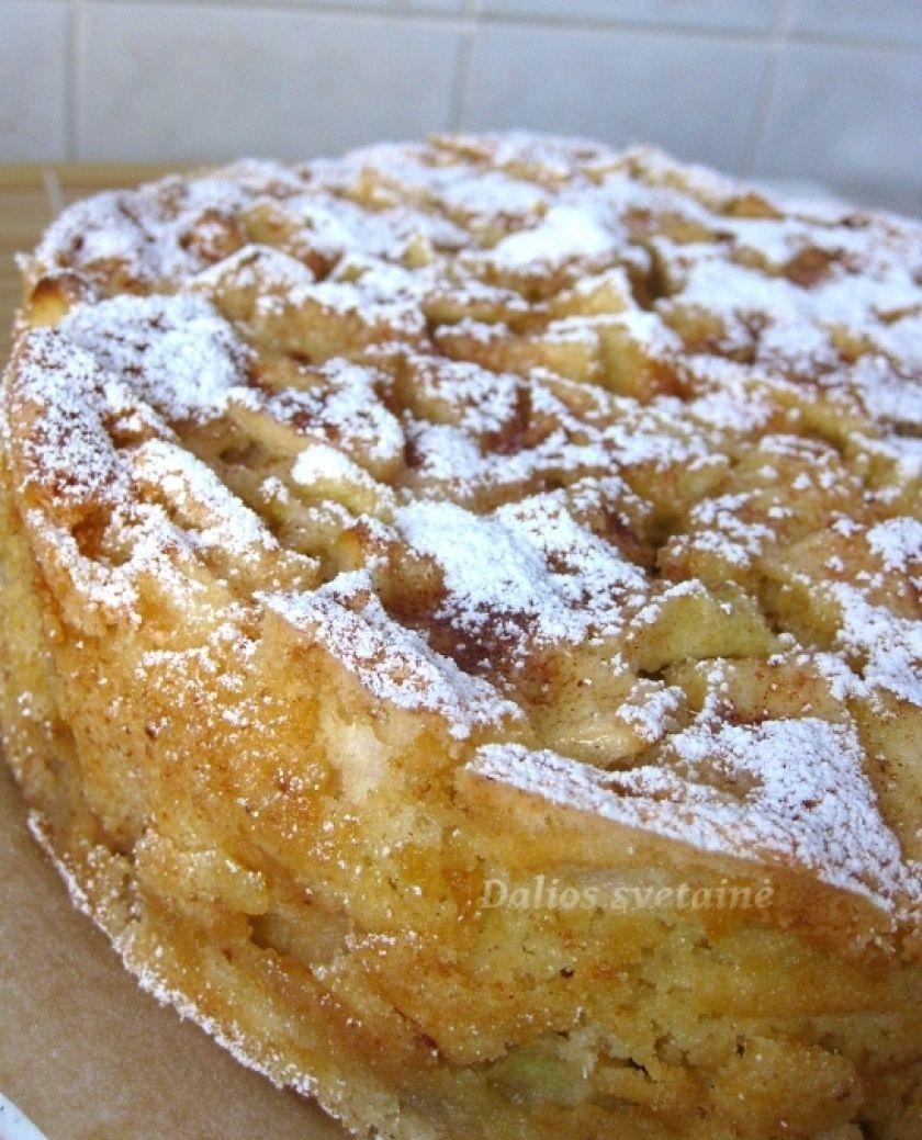"""""""Šarlotė"""" – obuolių pyragas"""