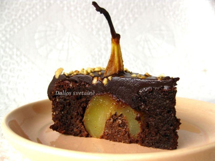 Šokoladinis pyragas su riešutais ir kriaušėmis (Brownie)