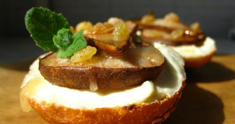 Karštas sumuštinis su kriauše