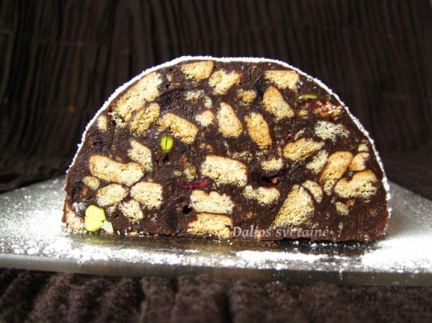 Šventinis tinginys su juoduoju šokoladu, spanguolėmis ir pistacijomis