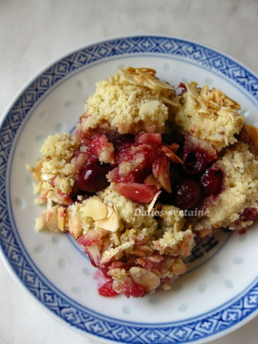 Vyšnių trupiniuotis (crumble)