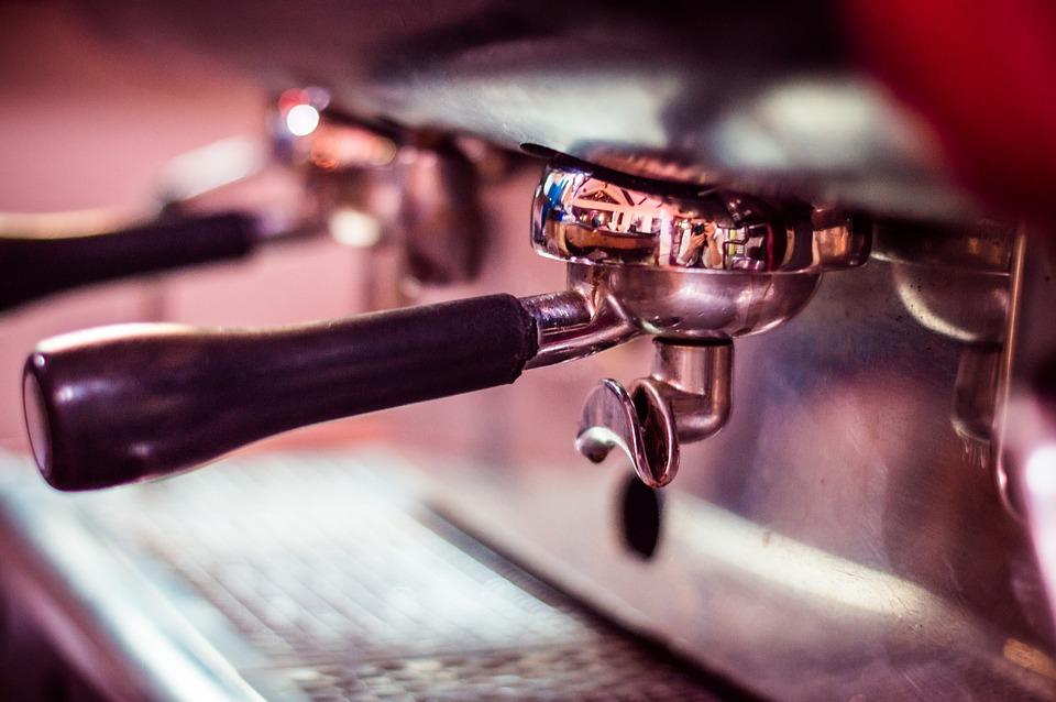 5 naudingi patarimai, kaip prižiūrėti kavos aparatą