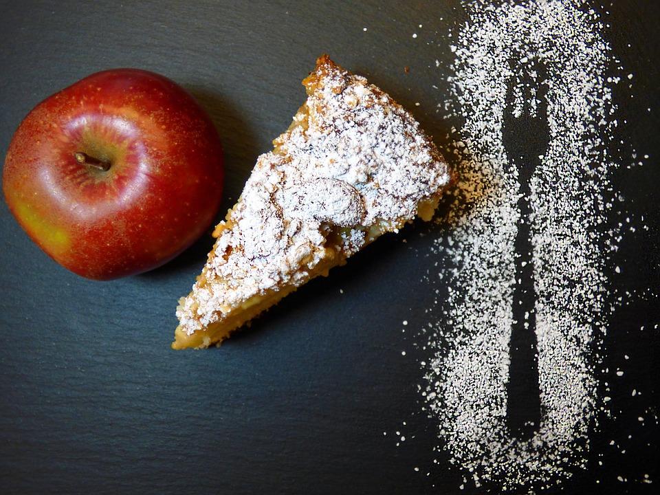 Gardus ir paprastas obuolių pyragas vėsiems rudens vakarams sušildyti
